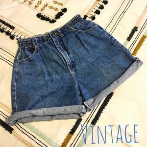 '90s Vintage High Waisted Rolled Jean Shorts